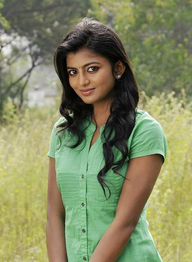 Anandhi Cute Pictures