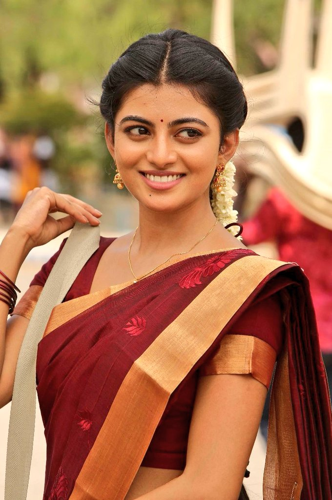Anandhi HD Pics In Saree