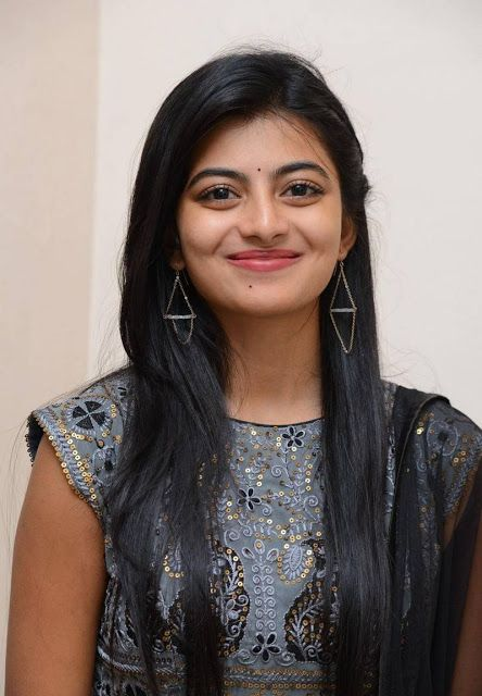 Anandhi HD Pictures