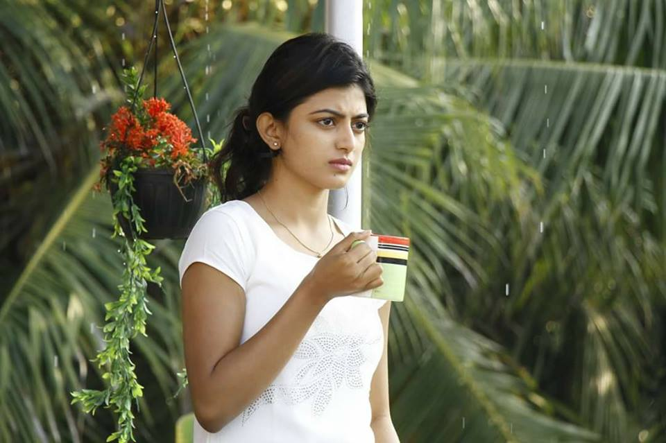 Anandhi Hot Pics In Garden