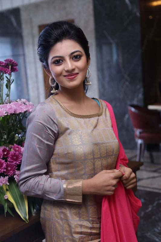 Anandhi Wallpapers