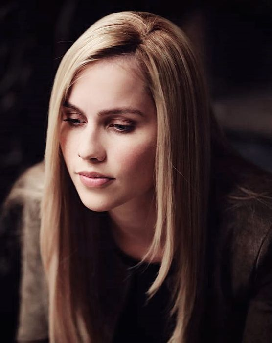 Claire Holt Sizzling Wallpapers