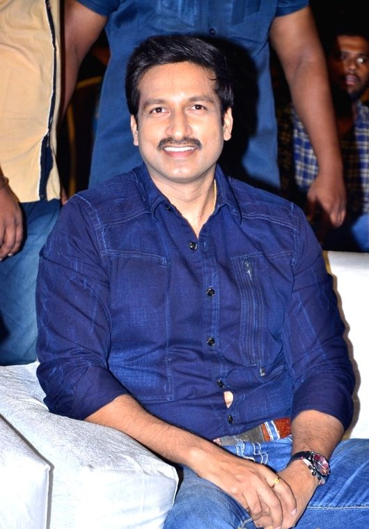 Gopichand New Full HD Pictures At Award Show