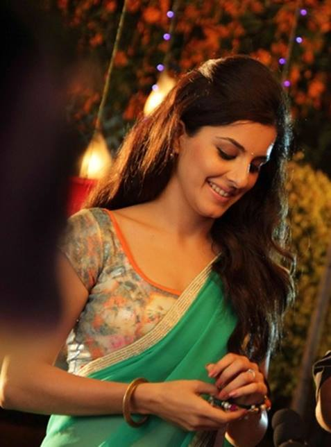 Isha Talwar New Wallpapers In Saree