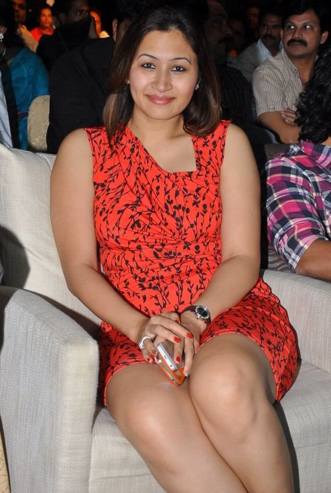 Jwala Gutta Sexy Legs HD Pictures