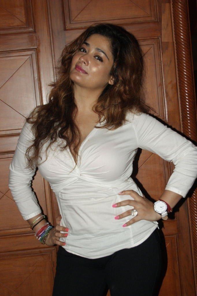 Kiran Rathod Hot HD Sexy Pics In Jeans Top