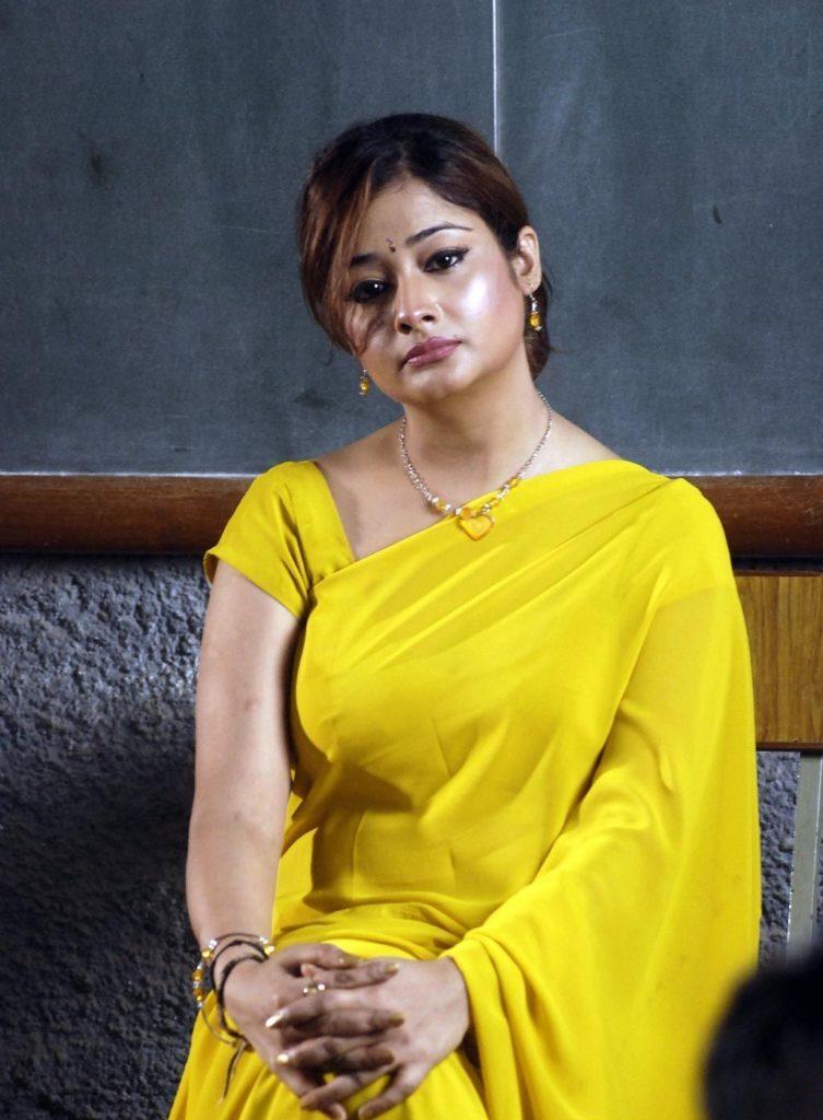 Kiran Rathod Hot Pictures In Yellow Saree