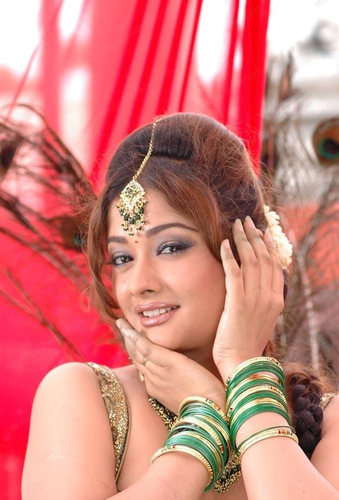 Kiran Rathod Sexy Eyes Pics