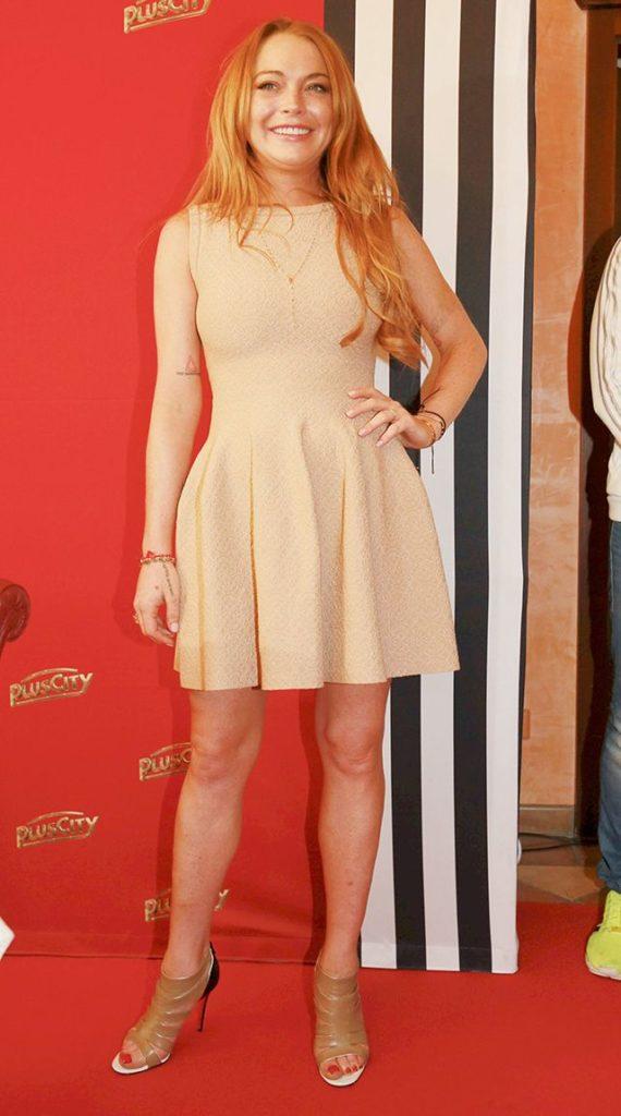 Lindsay Lohan Sexy Legs Photos