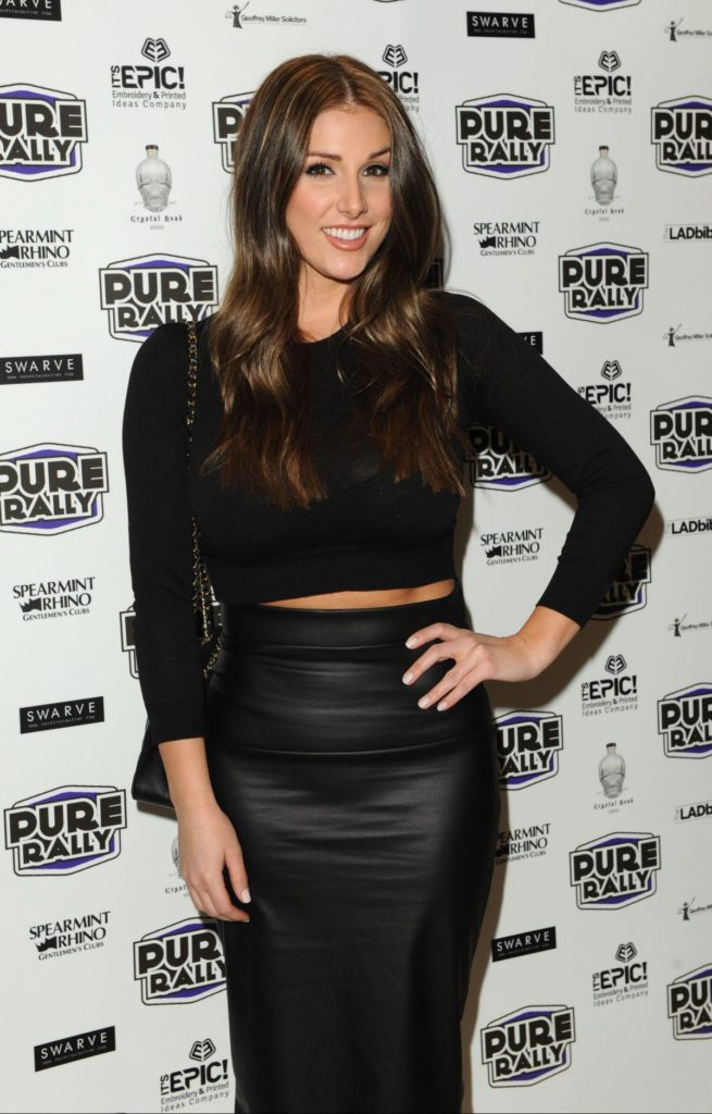 Lucy Pinder Scenic Photos