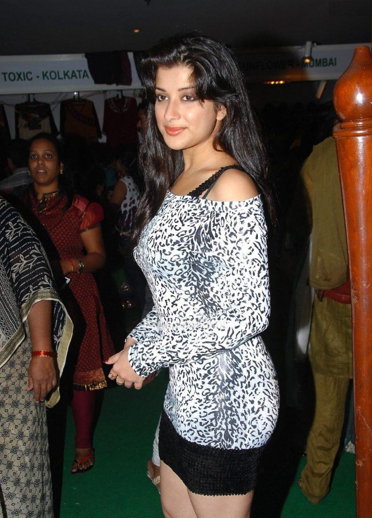 Madhurima Sexy Legs Pics