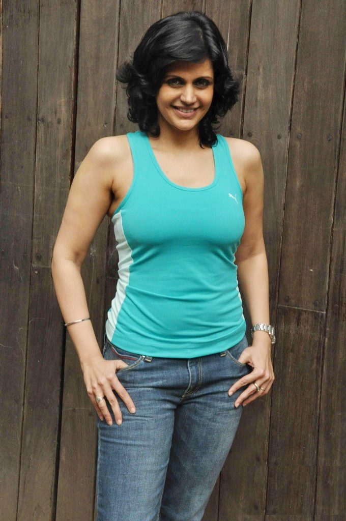 Mandira Bedi Hot Images In Jeans Top