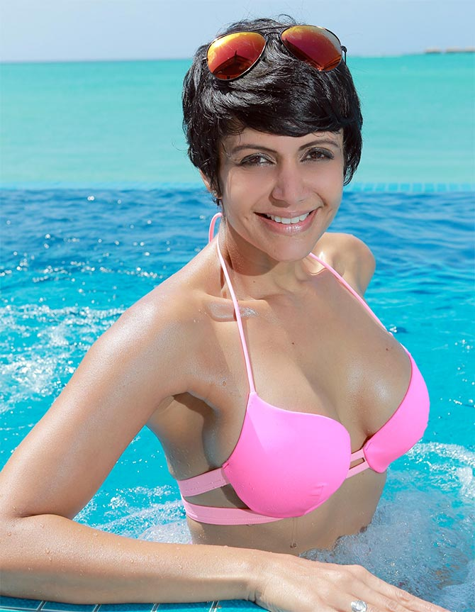 Mandira Bedi Hot Pictures In Bra Panty In Swiming Pool