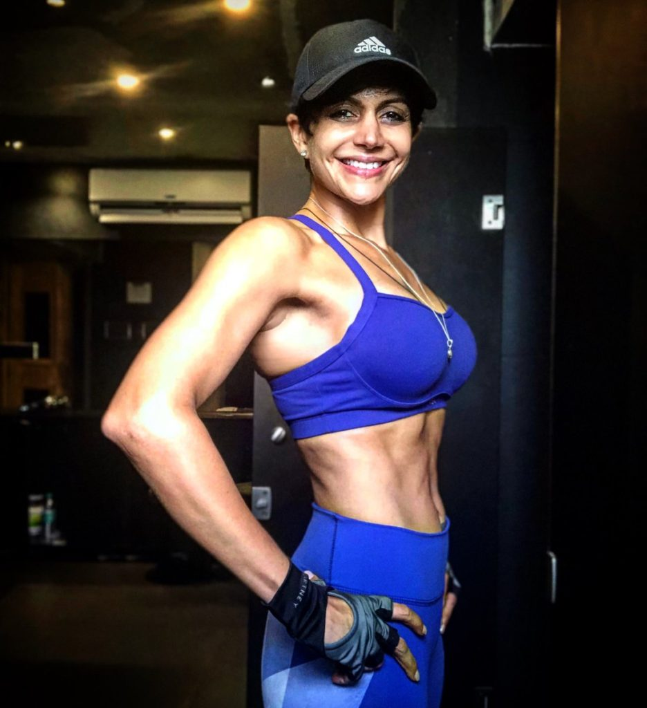 Mandira Bedi Hot Wallpapers In Bra Jeans