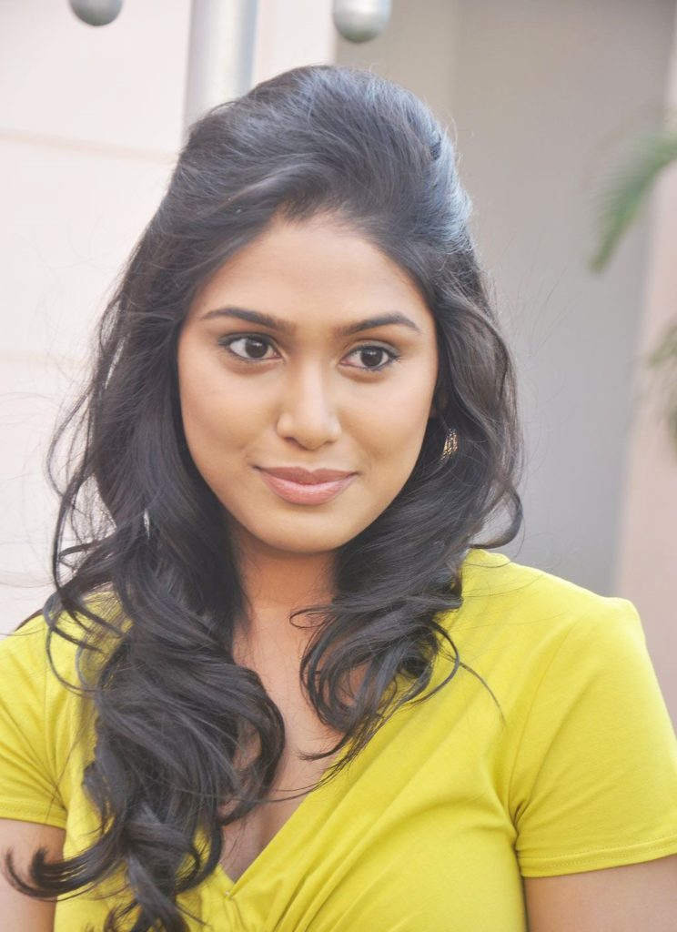 Manisha Yadav Hot HD Sexy Pics