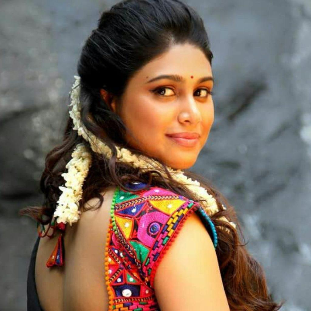 Manisha Yadav Hot Pics In Backless Saree