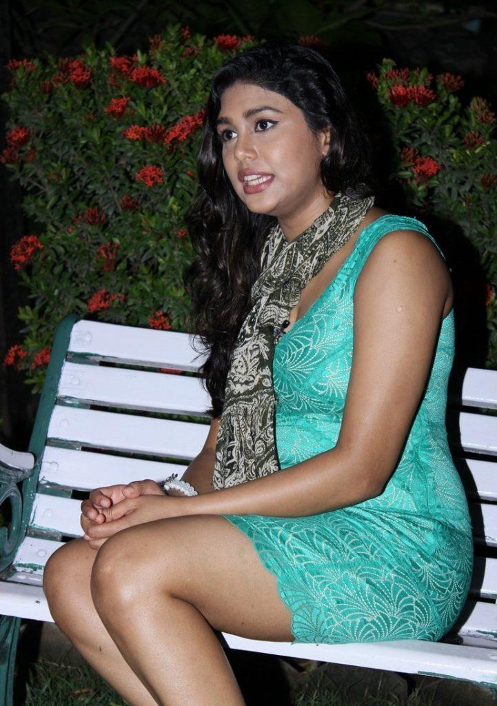 Manisha Yadav Sexy Legs Showing Pics