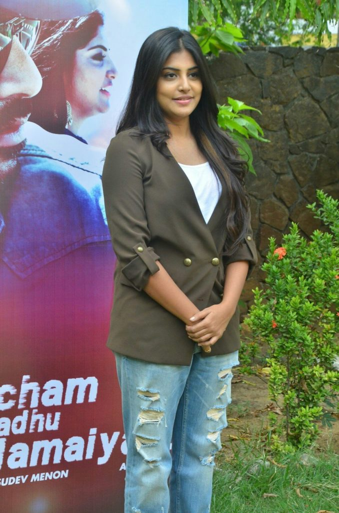 Manjima Mohan HD Sexy Pics In Jeans Top