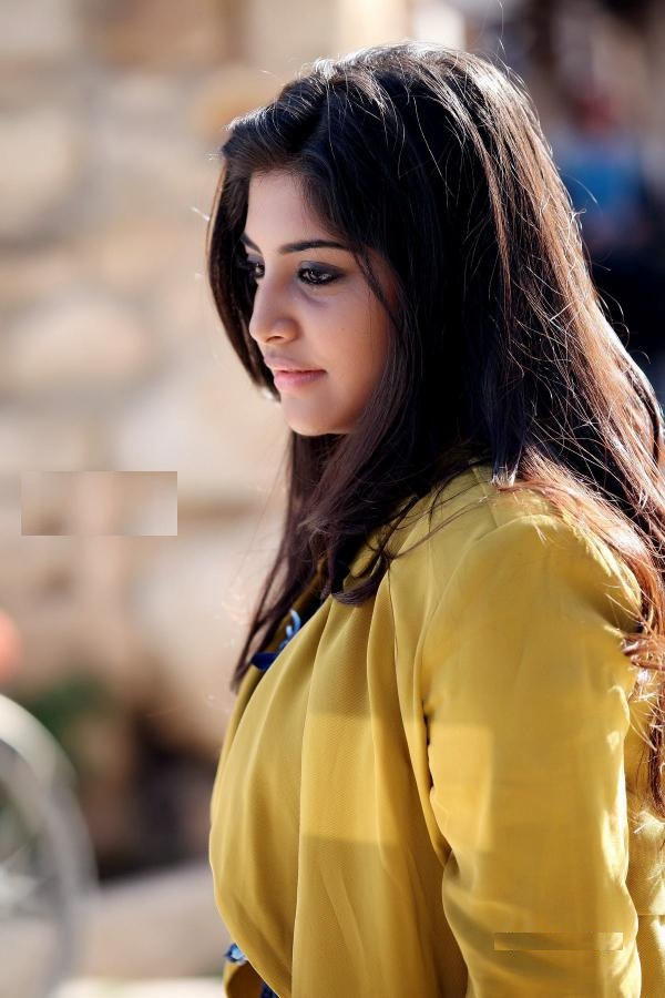 Manjima Mohan New Pictuers Download