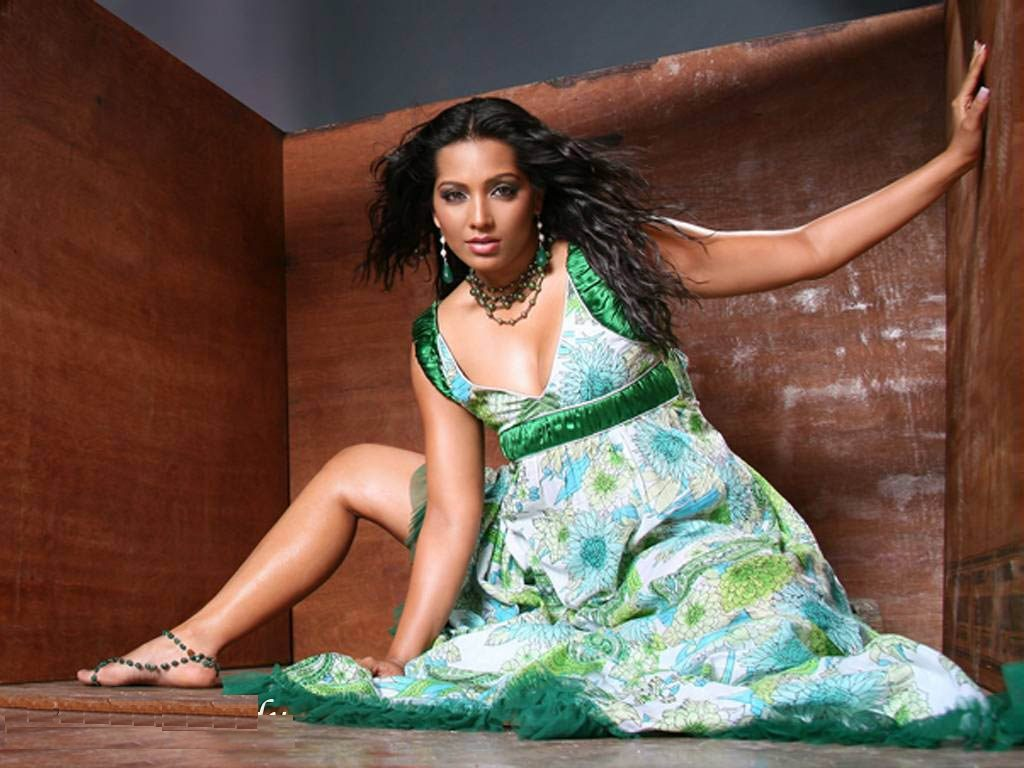 Meghna Naidu Hot Pictures