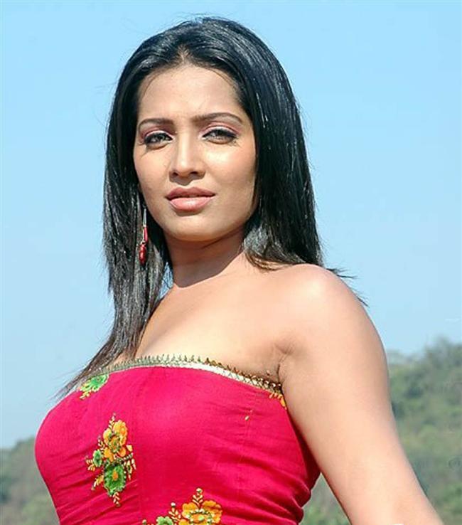 Meghna Naidu Latest Hair Style Images