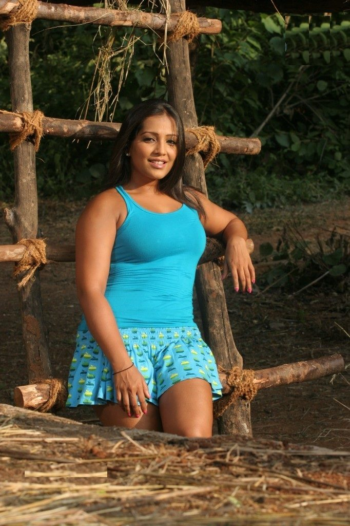Meghna Naidu Sexy Legs Photos