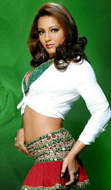 Meghna Naidu Spicy Navel Photos