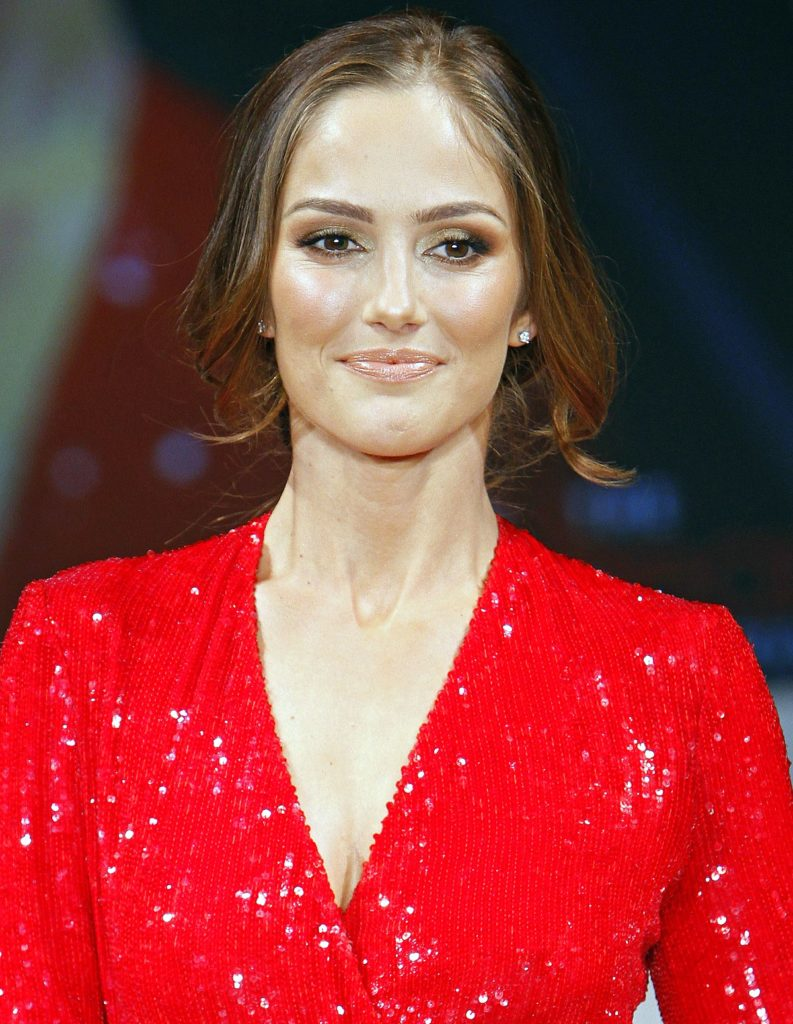 Minka Kelly Sizzling Wallpapers