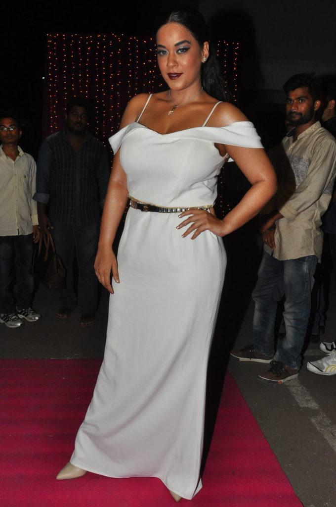 Mumaith Khan Hot Images At Award Show
