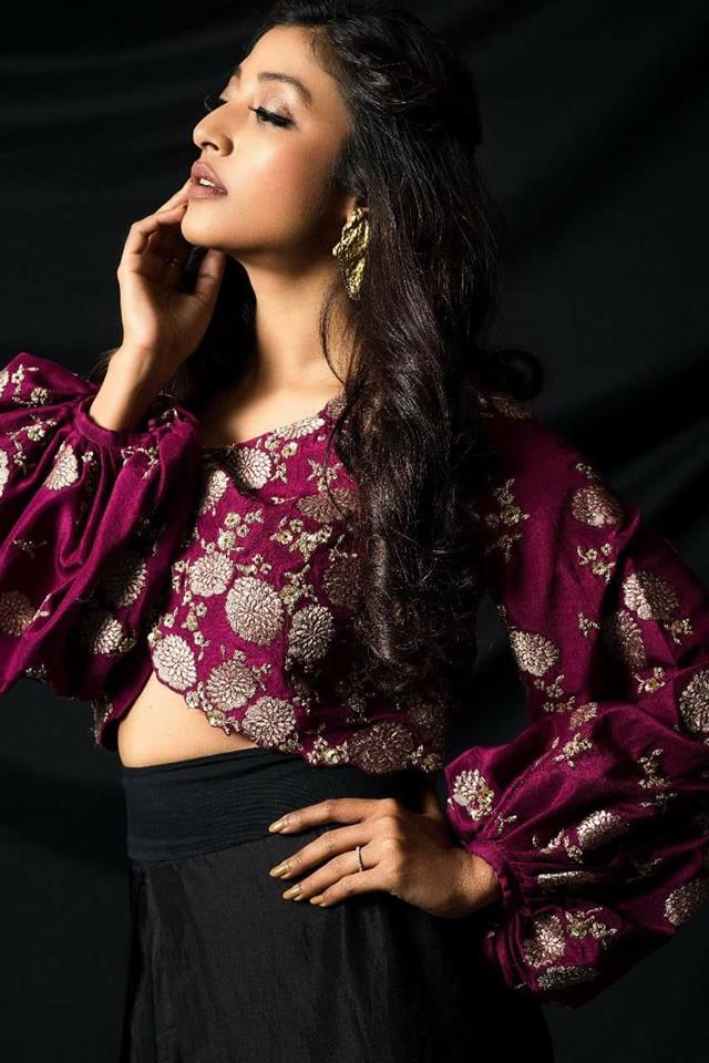 Paoli Dam Hot Spicy Navel Pics In Jeans