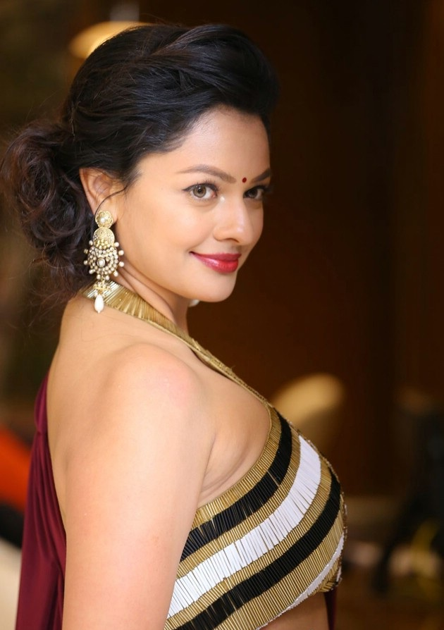 Pooja Kumar Hot Bold Pics At Award Show