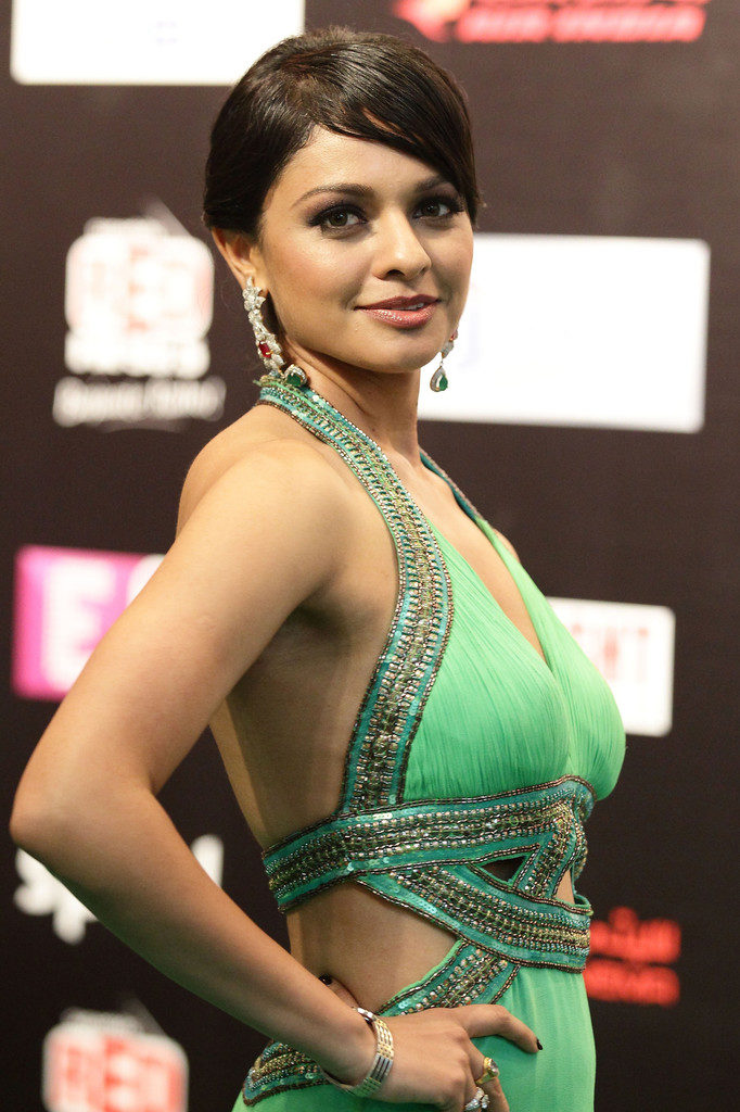 Pooja Kumar Hot Pics In Backless Clothes
