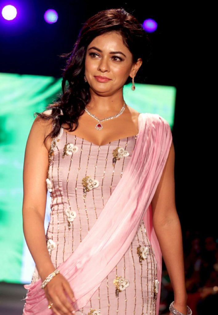 Pooja Kumar Hot Pictures At Rampwalk