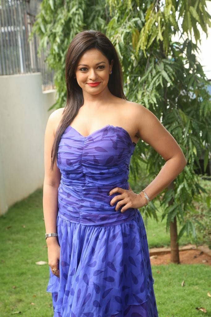 Pooja Kumar Hot Pictures Photoshoot Gallery