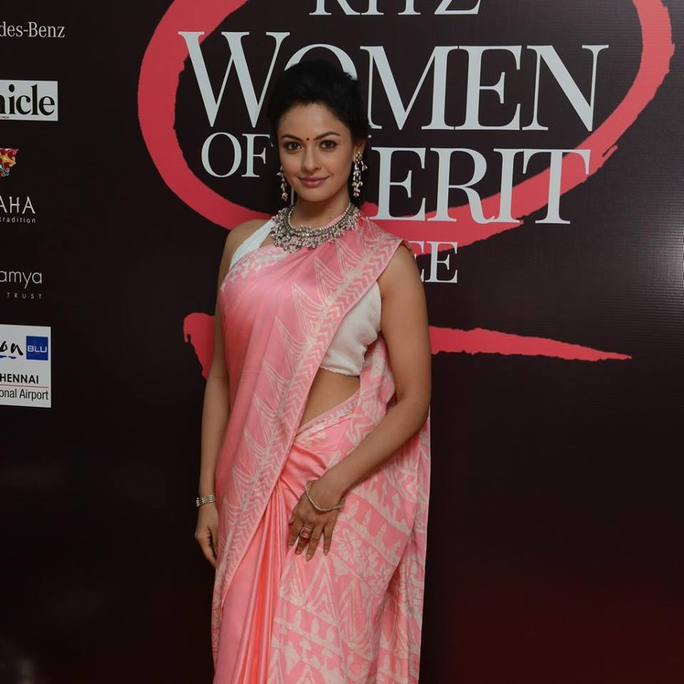 Pooja Kumar New Spicy Navel Pics In Saree