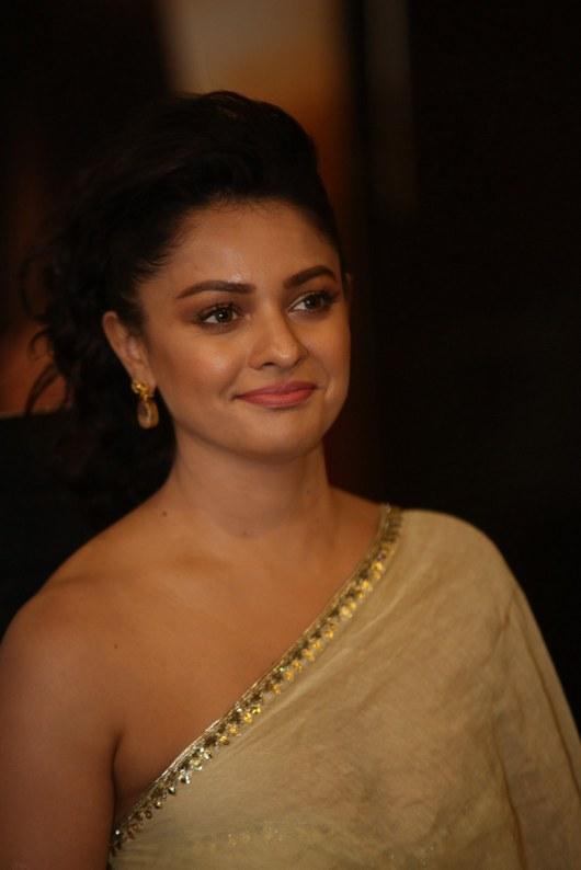 Pooja Kumar New Stylish Photos