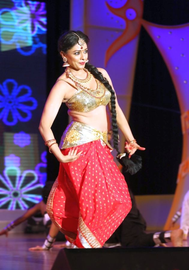 Pooja Kumar Spicy Navel Pics In Bra