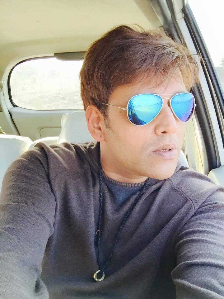 Ravi Kishan Beautiful Selfie Images