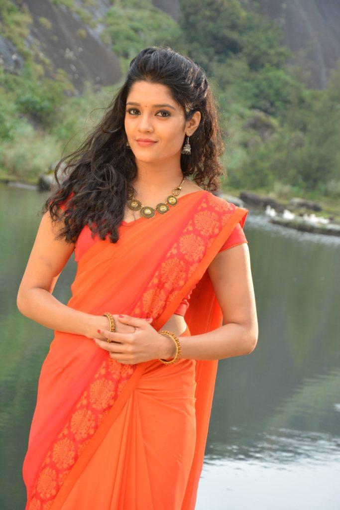 Ritika Singh Hot Pics In Saree