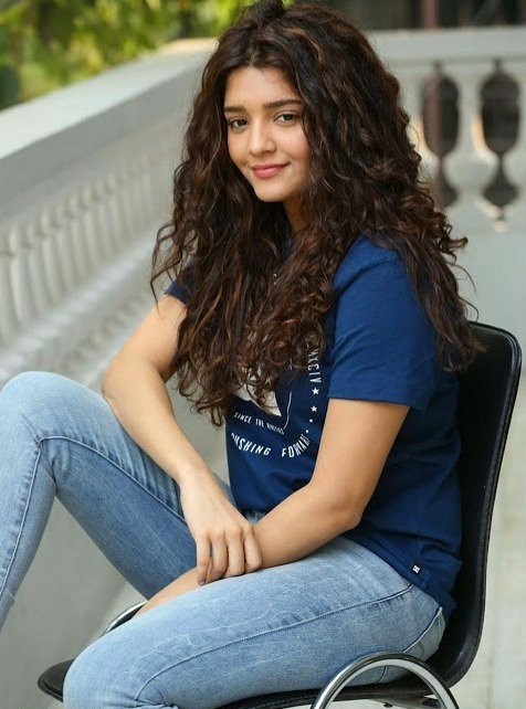 Ritika Singh Hot Pictures In Jeans