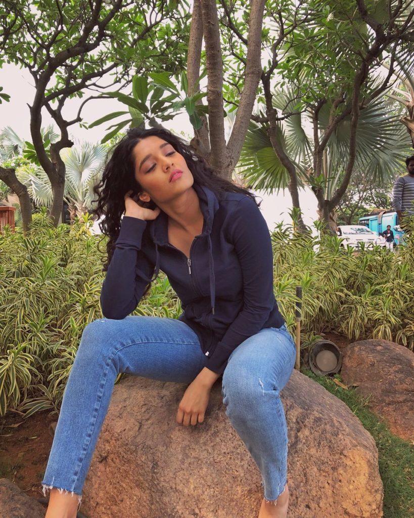 Ritika Singh Sexy In Jeans Pics