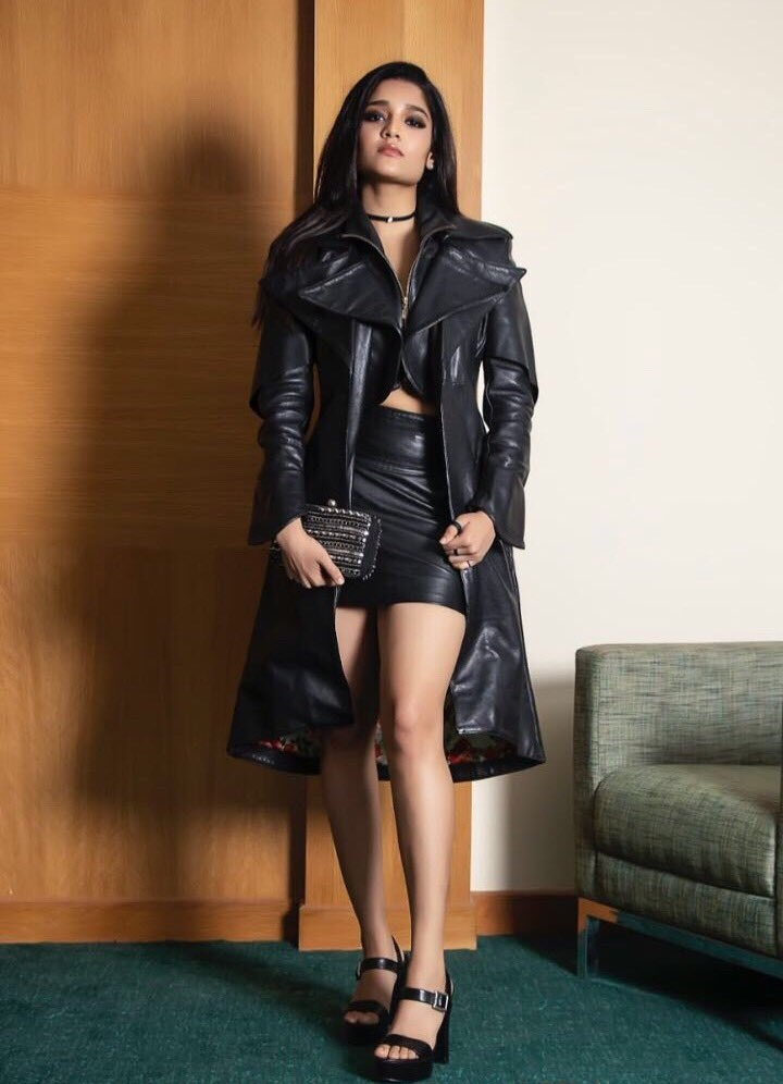 Ritika Singh Sexy Legs Pictures Gallery