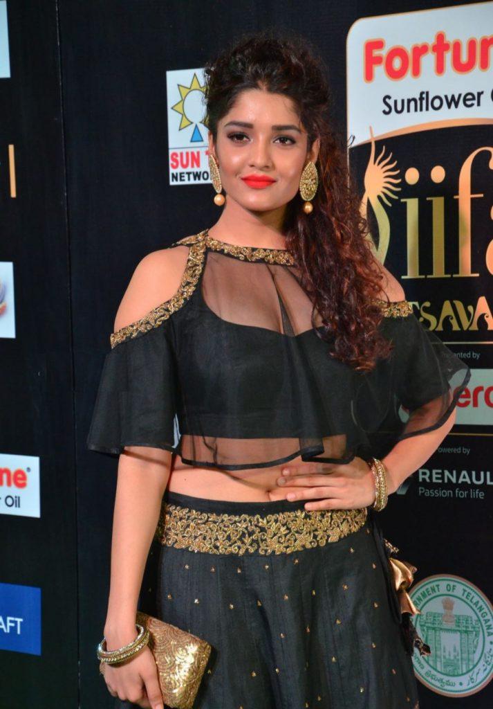 Ritika Singh Spicy Navel Photos Download