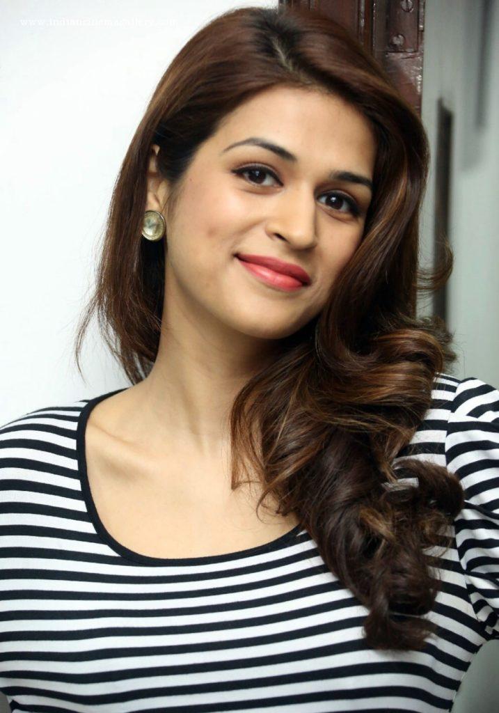 Shraddha Das Cute Pictures