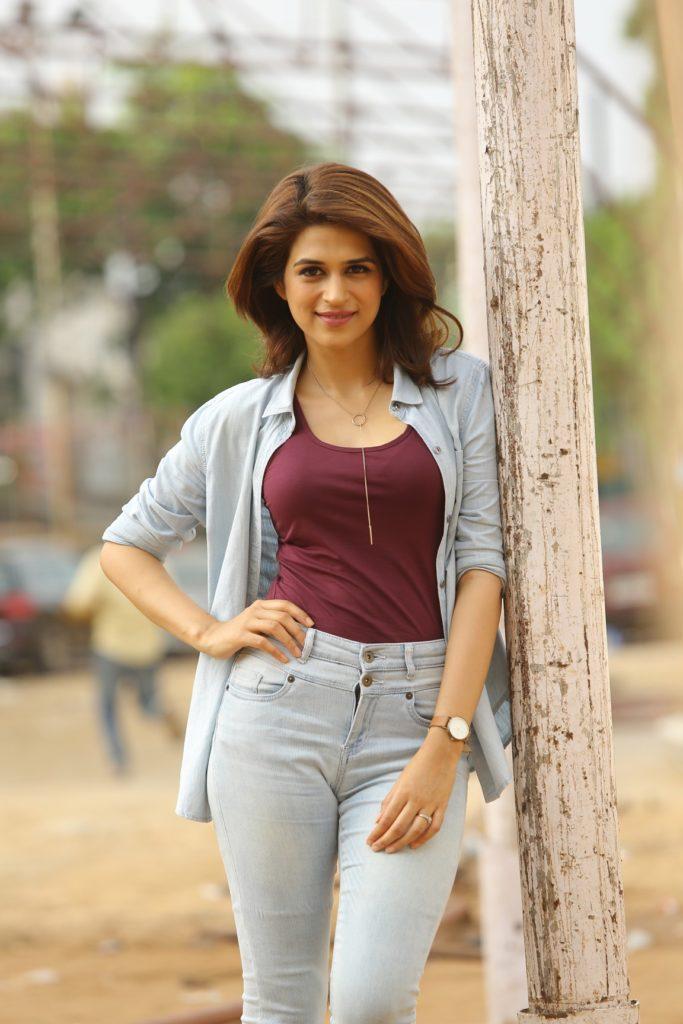 Shraddha Das Hot Pics In Jeans Top