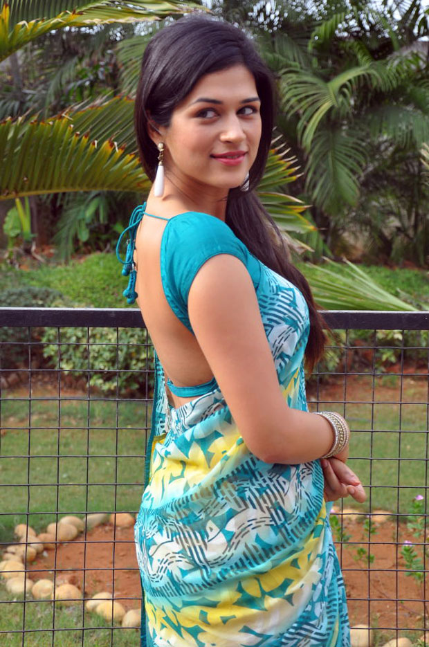Shraddha Das Hot Pictures In Backless Saree