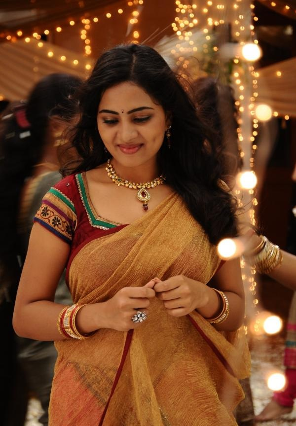 Srushti Dange Hot Images In Saree
