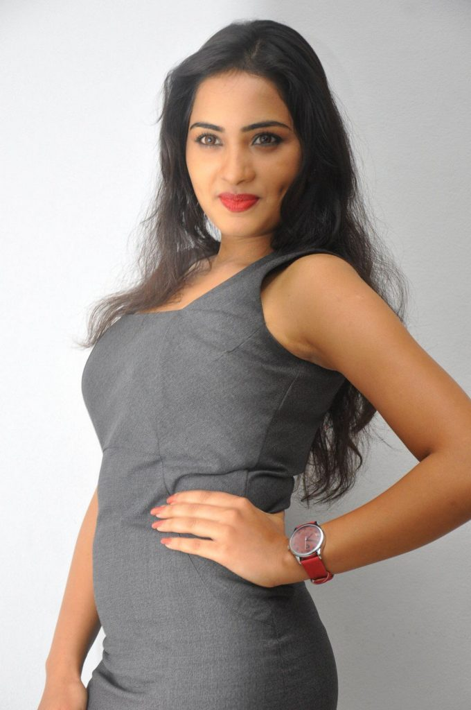 Srushti Dange Sexy Eyes Pics Gallery