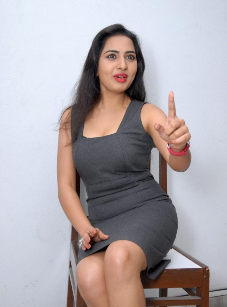 Srushti Dange Sexy Legs Photos