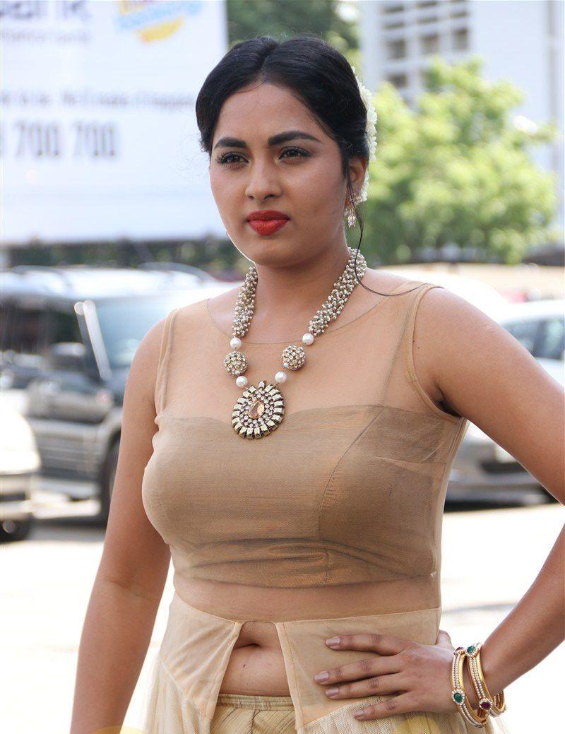 Srushti Dange Hot Navel Images Shorts Hd Pictures